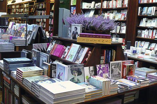 3489177_7_a6ec_dans-la-librairie-parisienne-galignani-un_2b392b7287d6e8867e8a8bf5f96d7e11